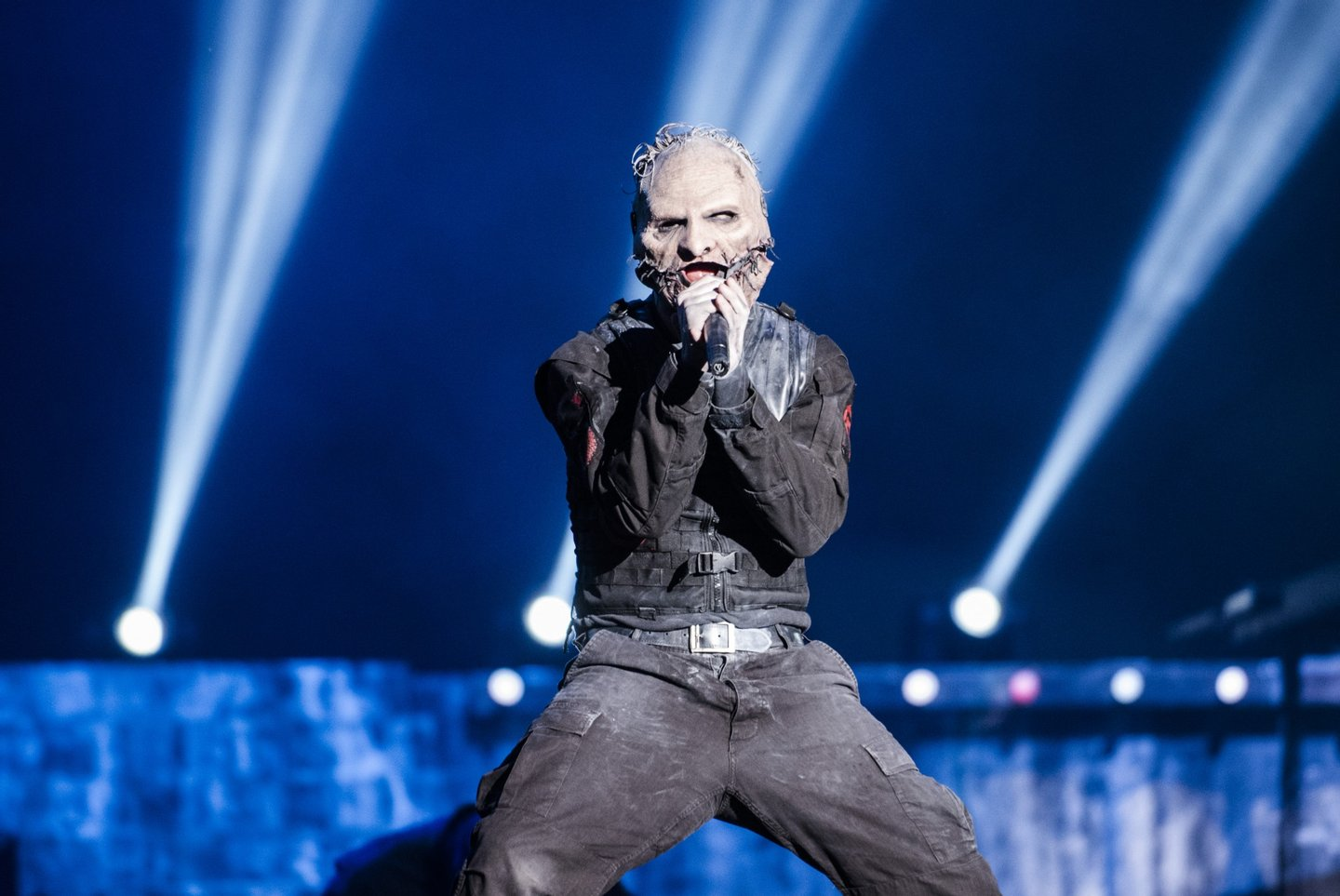 RIO DE JANEIRO, BRAZIL - SEPTEMBER 25: Corey Taylor from Slipknot performs at 2015 Rock in Rio on September 25, 2015 in Rio de Janeiro, Brazil. (Photo by Raphael Dias/Getty Images) *** Local Caption *** Corey Taylor