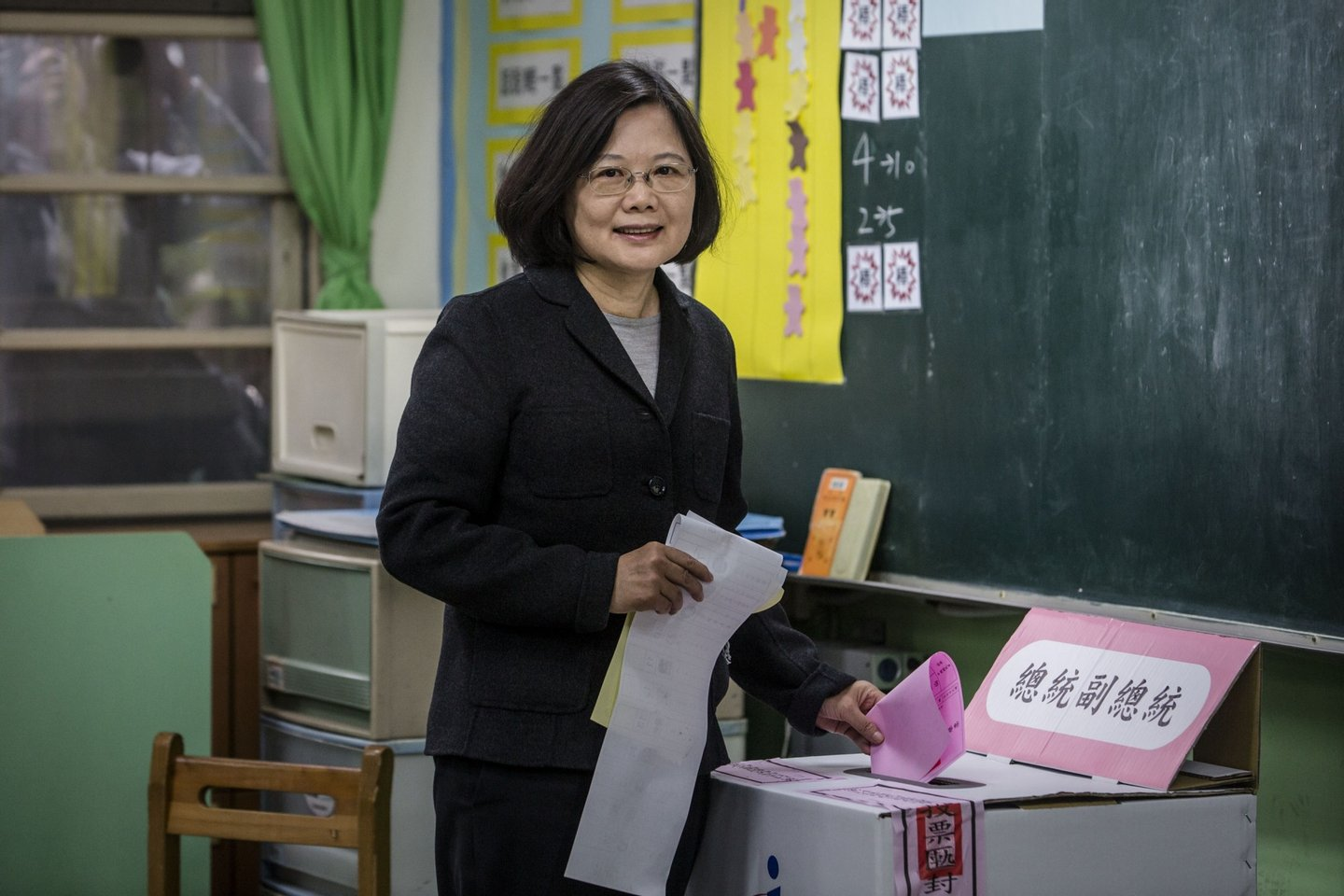 TAIPEI, TAIWAN - JANUARY 16: Democratic Progressive Party (DPP) presidential candidate Tsai Ing-wen, casts her ballot at a polling station on January 16, 2016 in Taipei, Taiwan. Voters in Taiwan are set to elect Tsai Ing-wen, the chairwoman of the opposition Democratic Progressive Party, to become the island's first female leader. (Photo by Ulet Ifansasti/Getty Images)