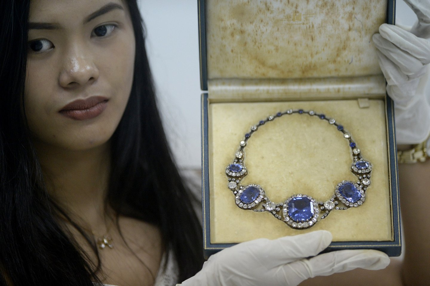 An official from the Presidential Commission on Good Government (PCGG) shows a piece of jewellery seized by the Philippine government from former first lady Imelda Marcos, at the Central Bank headquarters in Manila on November 27, 2015. Philippine authorities had the dazzling collection appraised by auction houses for a second day, ahead of a possible sale. AFP PHOTO / NOEL CELIS / AFP / NOEL CELIS (Photo credit should read NOEL CELIS/AFP/Getty Images)
