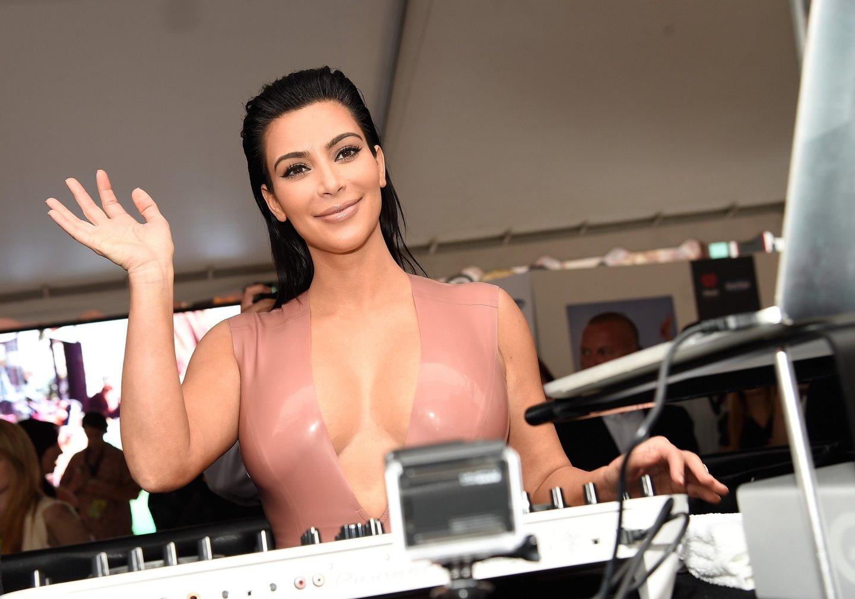 Kim Kardashian West , é uma das celebridades do momento, materialização de uma vida que nada tem que ver com o real