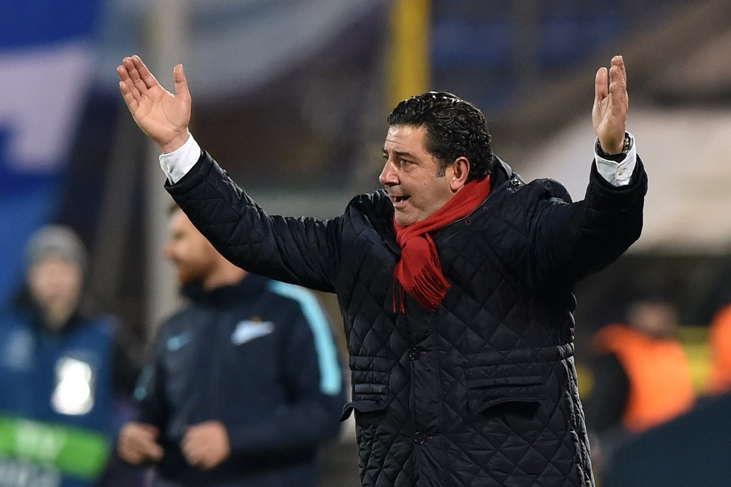 Benfica's coach Rui Vitoria reacts during the second-leg round of 16 UEFA Champions League football match FC Zenit vs SL Benfica at the Petrovsky stadium in St. Petersburg on March 9, 2016. AFP PHOTO / KIRILL KUDRYAVTSEV / AFP / KIRILL KUDRYAVTSEV (Photo credit should read KIRILL KUDRYAVTSEV/AFP/Getty Images)