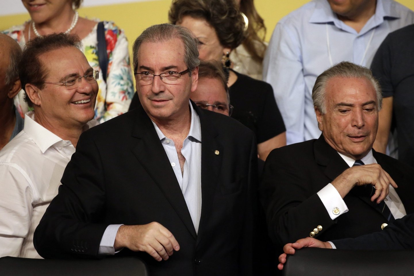 PMDB party postpones decision to leave coalition