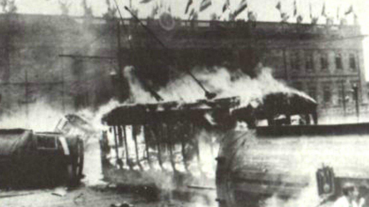 Os tumultos que se seguiram ao assassinato de Jorge Eliécer Gaitán deixaram  a baixa de Bogotá destruída e provocaram a morte de milhares de pessoas 0037a713879