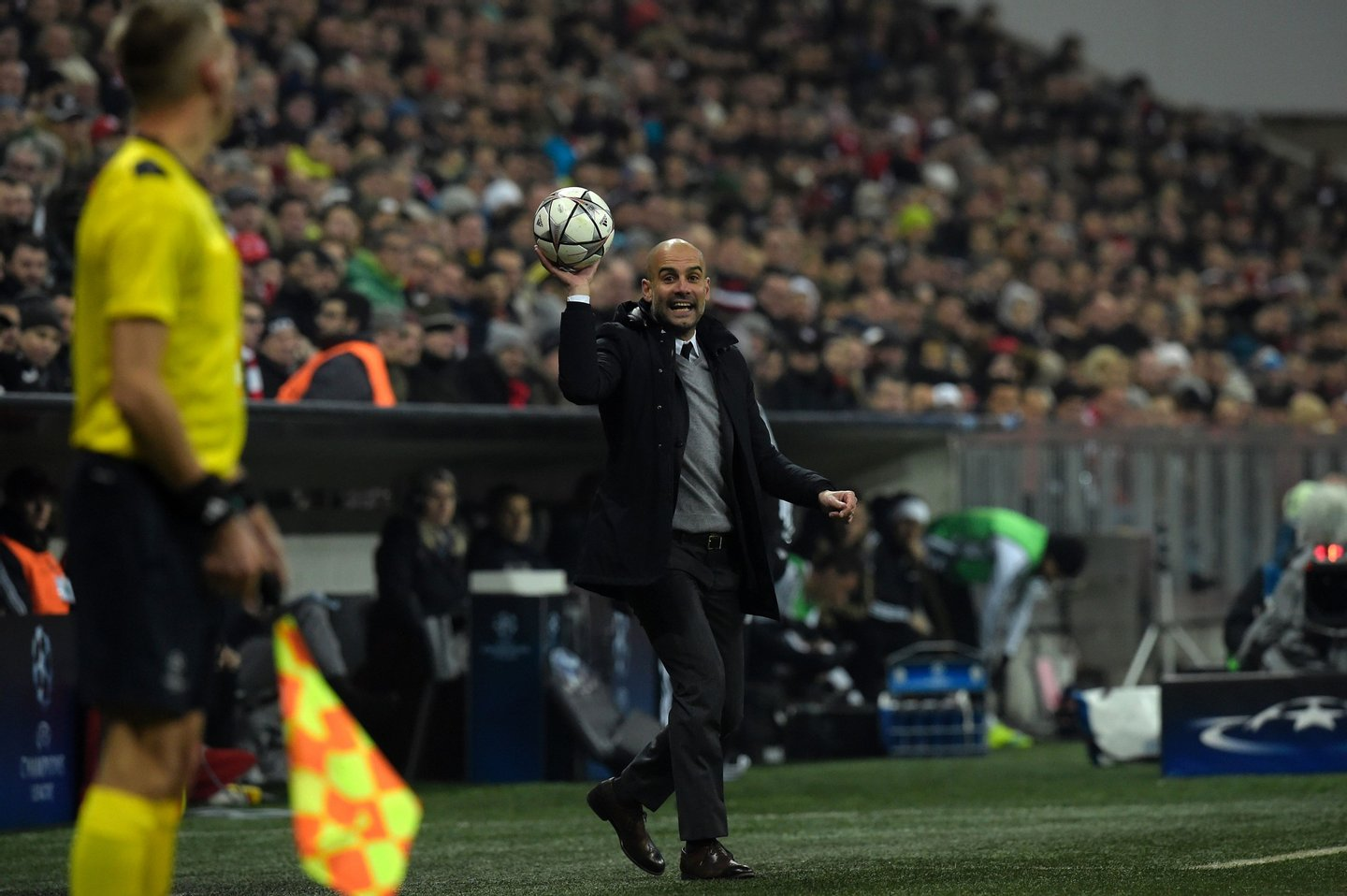 Bayern Munich's Spanish head coach Pep Guardiola throws the ball during the UEFA Champions League, Round of 16, second leg football match FC Bayern Munich v Juventus in Munich, southern Germany on March 16, 2016. / AFP / TOBIAS SCHWARZ (Photo credit should read TOBIAS SCHWARZ/AFP/Getty Images)