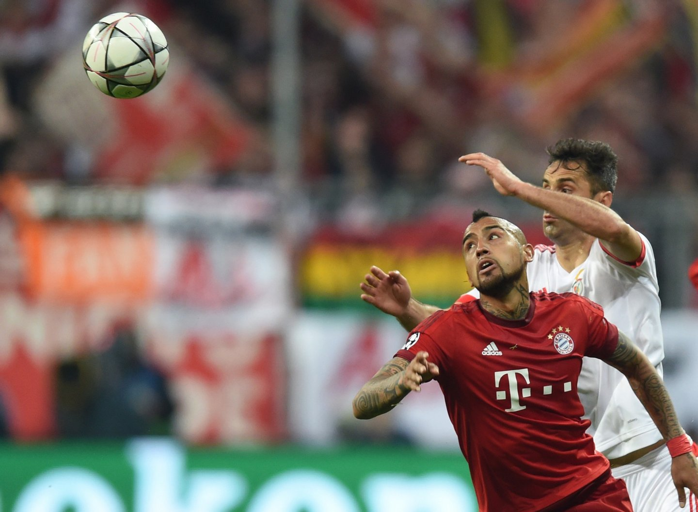 Bayern Munich's Chilean midfielder Arturo Vidal (R) and Benfica's Brazilian forward Jonas vie for the ball during the Champions League quarter-final, first-leg football match between Bayern Munich and Benfica Lisbon in Munich, southern Germany, on April 5, 2016. / AFP / CHRISTOF STACHE (Photo credit should read CHRISTOF STACHE/AFP/Getty Images)