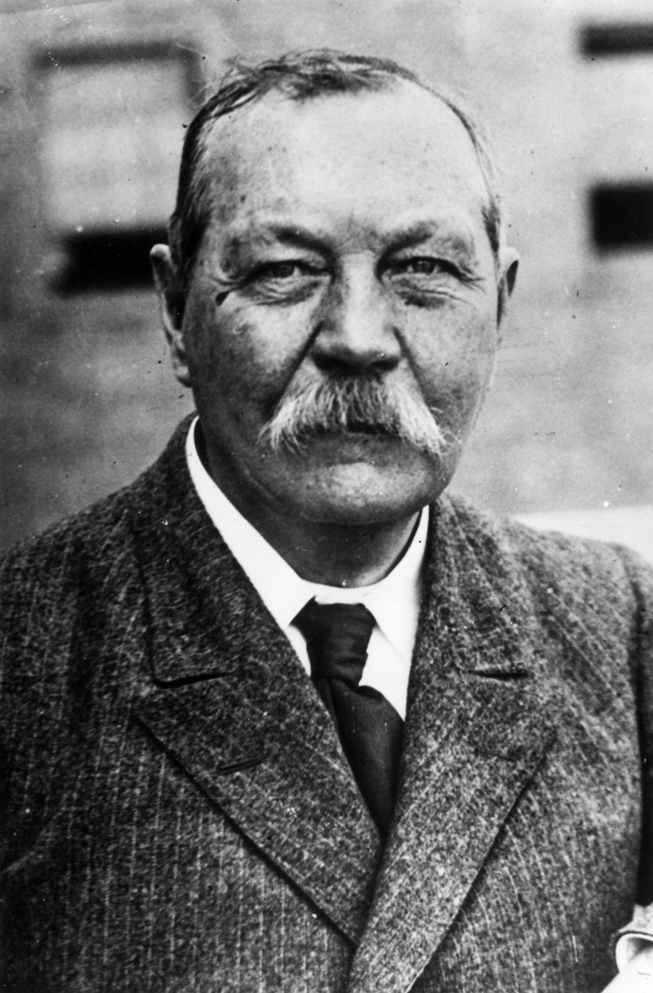circa 1930: Scottish novelist Sir Arthur Conan Doyle. (Photo by General Photographic Agency/Getty Images)