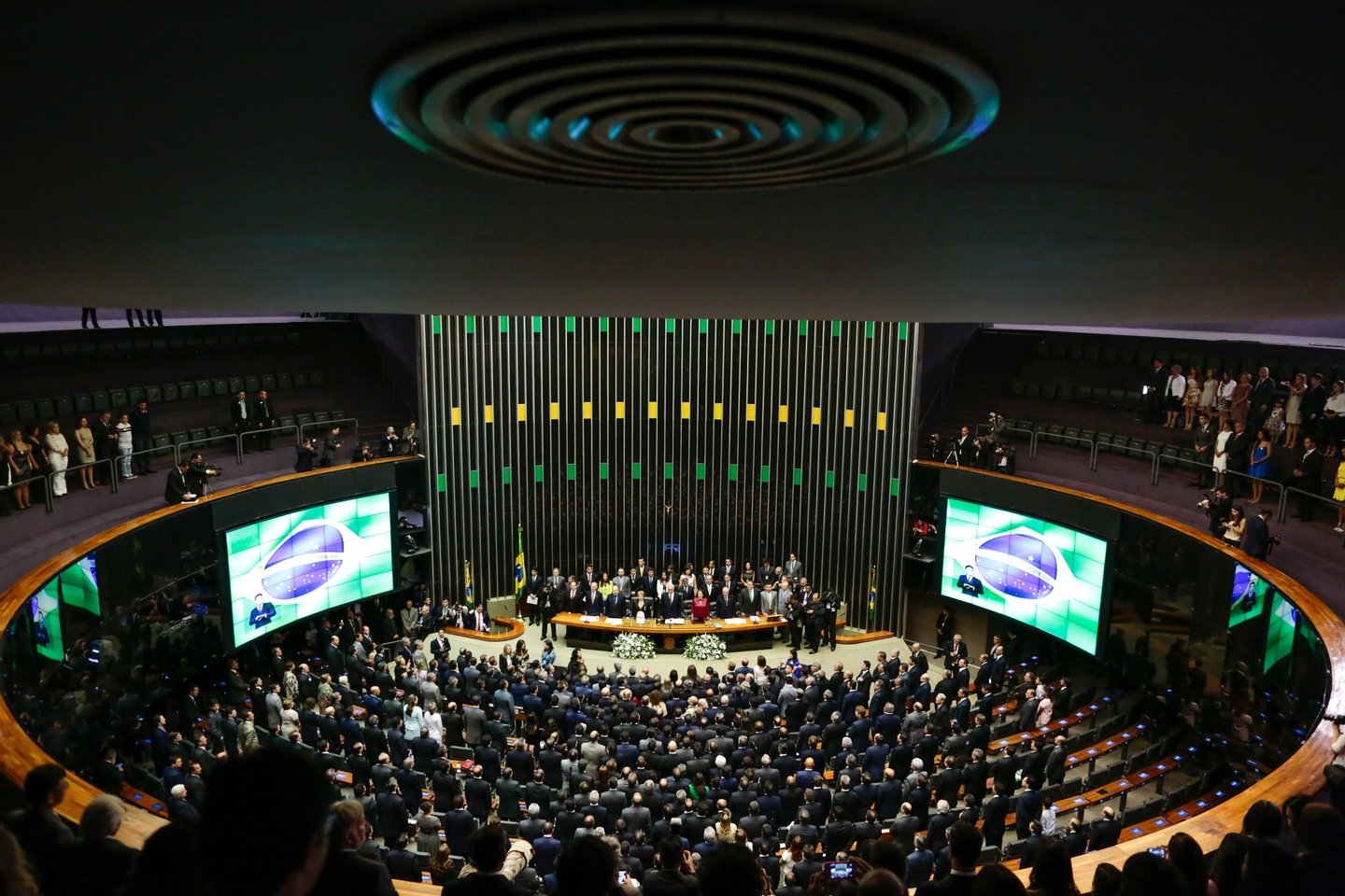 The newly elected Brazilian deputies swear in on February 1, 2015 at the congress in Brasilia. AFP PHOTO / Wenderson Araujo (Photo credit should read WENDERSON ARAUJO/AFP/Getty Images)