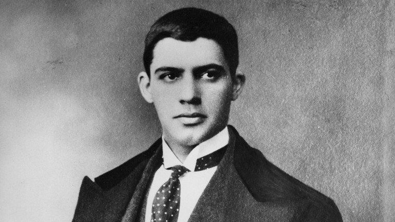 amadeo_de_souza_cardoso_with_tie_and_looking_right_770x433_acf_cropped
