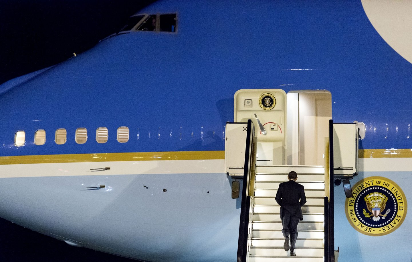 AMSTERDAM, NETHERLANDS - MARCH 25: U.S. President Barack Obama walks up the stairs of Air Force One before leaving Amsterdam Airport Schiphol March 25, 2014 in Amsterdam, Netherlands. Obama attended the two-day Nuclear Security Summit in The Hague. (Photo by Koen Van Weel-Pool/Getty Images)
