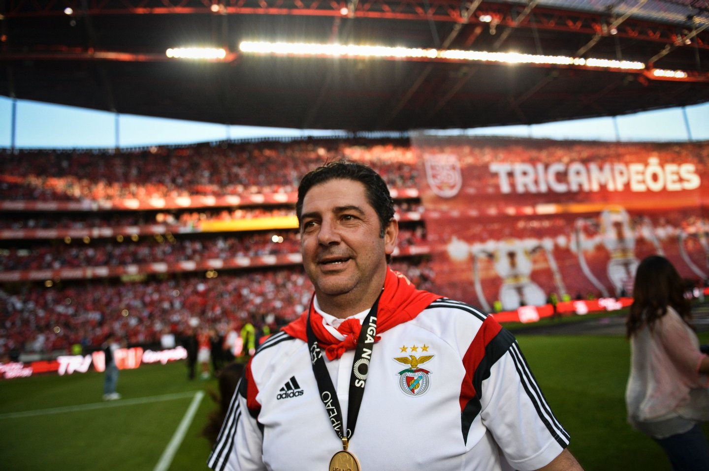 Benfica's head coach Rui Vitoria gestures as he celebrates Benfica's 35th Portuguese league title at the end of the Portuguese league football match Benfica vs CD Nacional at Luz stadium in Lisbon on May 15, 2015.  / AFP / PATRICIA DE MELO MOREIRA        (Photo credit should read PATRICIA DE MELO MOREIRA/AFP/Getty Images)