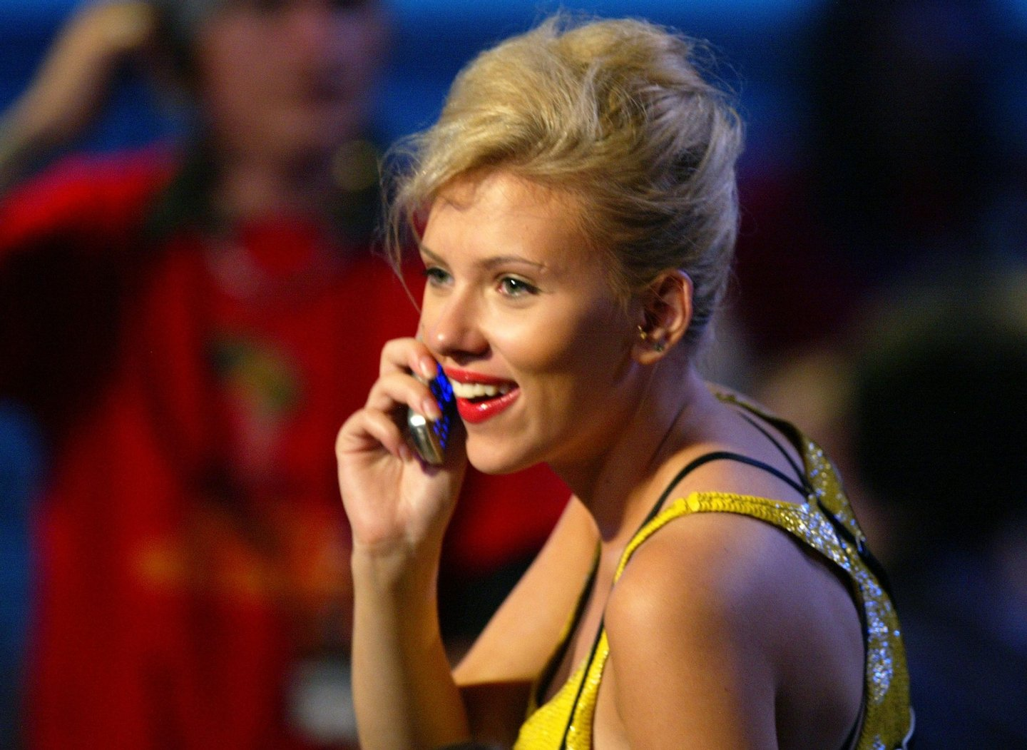 CULVER CITY, CA - JUNE 5: (U.S. TABLOIDS OUT) Actress Scarlett Johansson talks on her cellular phone at the 2004 MTV Movie Awards at the Sony Pictures Studios on June 5, 2004 in Culver City, California. The 2004 MTV Movie Awards will air on the MTV Network June 10, 2004 9 PM (ET/PT). (Photo by Kevin Winter/Getty Images)
