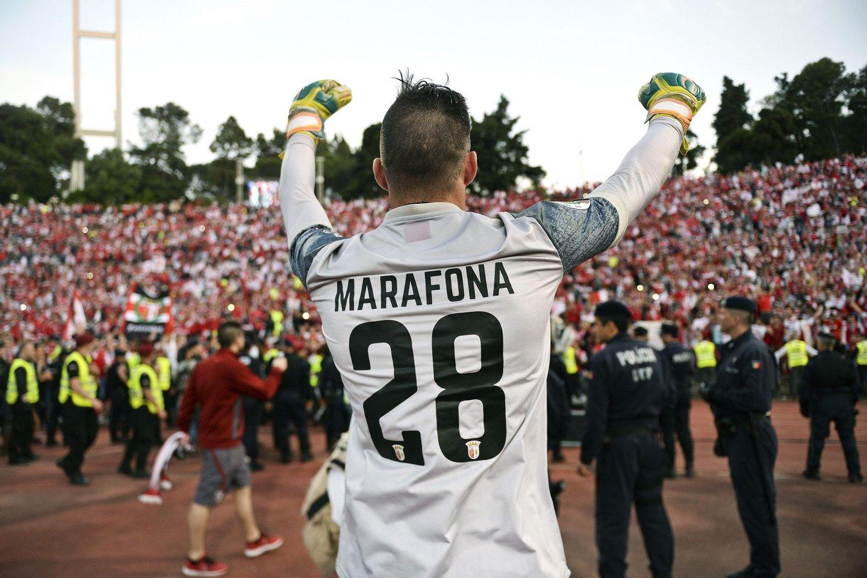 Braga's goalkeeper Jose Marafona celebrates winning the Portuguese Cup final football match FC Porto vs SC Braga at Jamor stadium in Oeiras, outskirts of Lisbon on May 22, 2016. / AFP / PATRICIA DE MELO MOREIRA (Photo credit should read PATRICIA DE MELO MOREIRA/AFP/Getty Images)