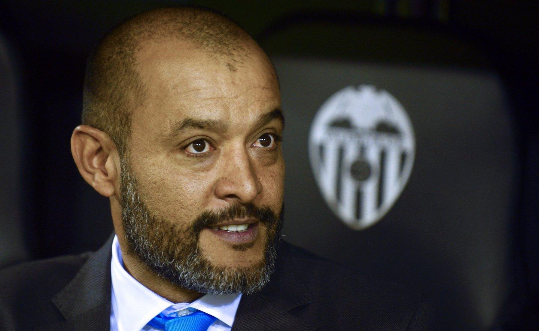 Nuno, como treinador já usando do apelido Espírito Santo, começou bem no Valência. Mas não terminou a segunda época (Créditos: JOSE JORDAN/AFP/Getty Images)