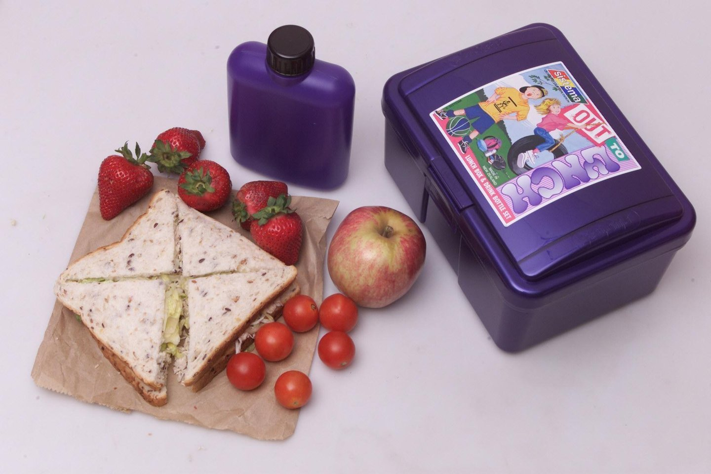 (AUSTRALIA & NEW ZEALAND OUT) A healthy school lunch, 1 February 2002. SMH Picture by DALLAS KILPONEN (Photo by Fairfax Media/Fairfax Media via Getty Images)