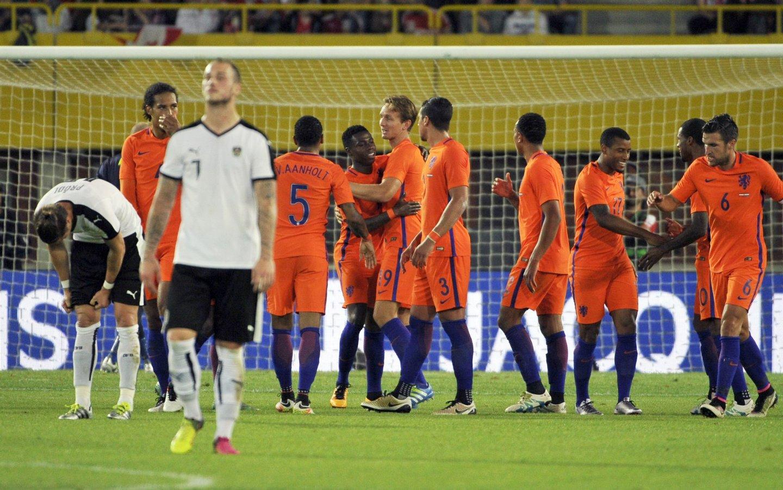 """A """"nova"""" Laranja Mecânica venceu a Áustria (adversária de Portugal no Euro) por 2-0 no começo do mês. Dos habituais titulares, Danny Blind só """"reciclou"""" Wijnaldum (Créditos: HANS PUNZ/AFP/Getty Images)"""