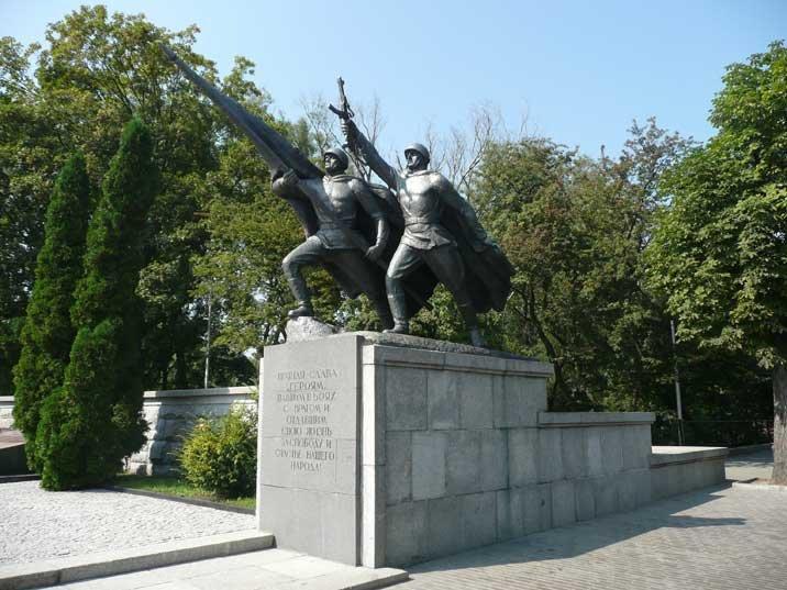 """Monumento aos soldados do Exército Vermelho que tombaram na """"libertação"""" de Kaliningrad, em Kaliningrad"""