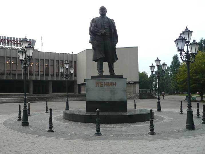 Uma das várias estátuas de Lenin que ornamentam Kaliningrad