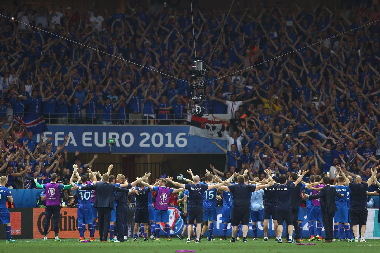 """A festa islandesa no relvado de Nice foi """"rija"""" e durou até (bem) depois do fim do jogo com a Inglaterra (Créditos: Lars Baron/Getty Images)"""