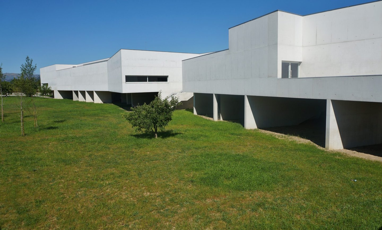 """O edifício do museu, projectado por Álvaro Siza Vieira, """"é uma obra prodigiosa"""", qualifica Bernardo Pinto de Almeida."""