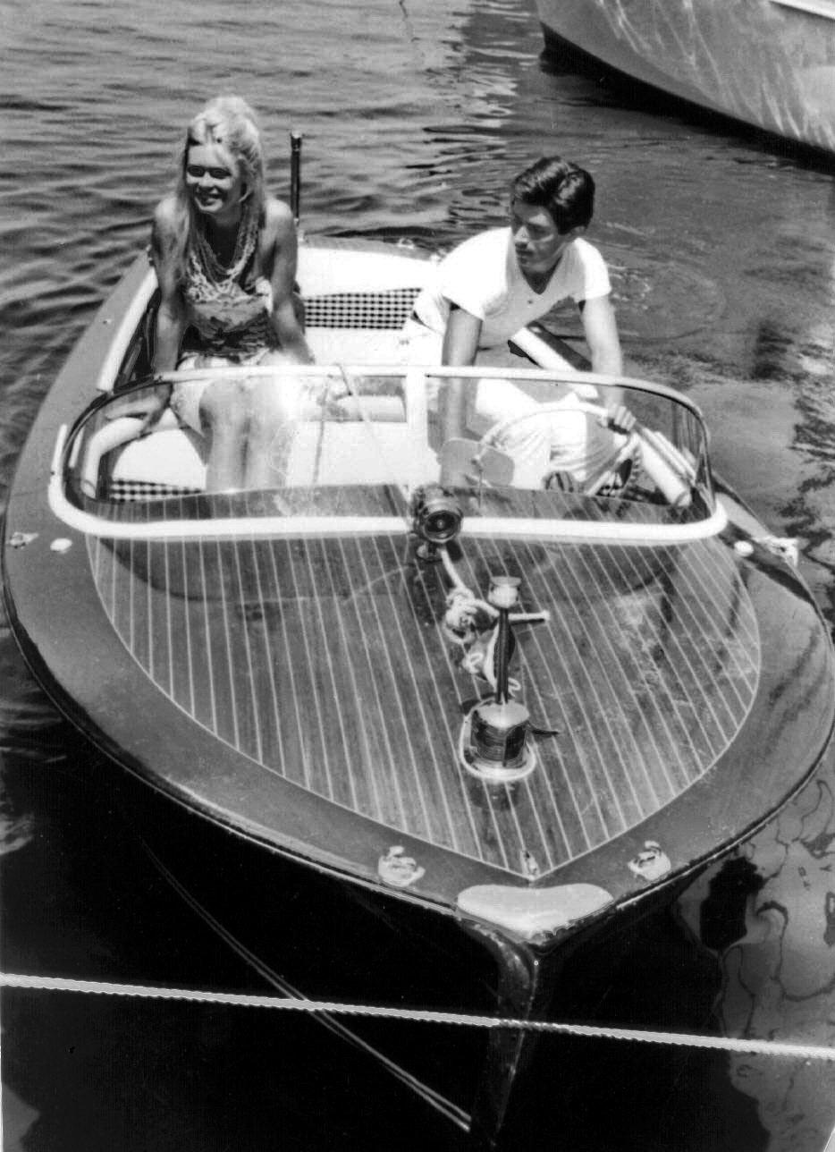 Brigitte Bardot em Saint-Tropez, a bordo de um Riva, em 1963