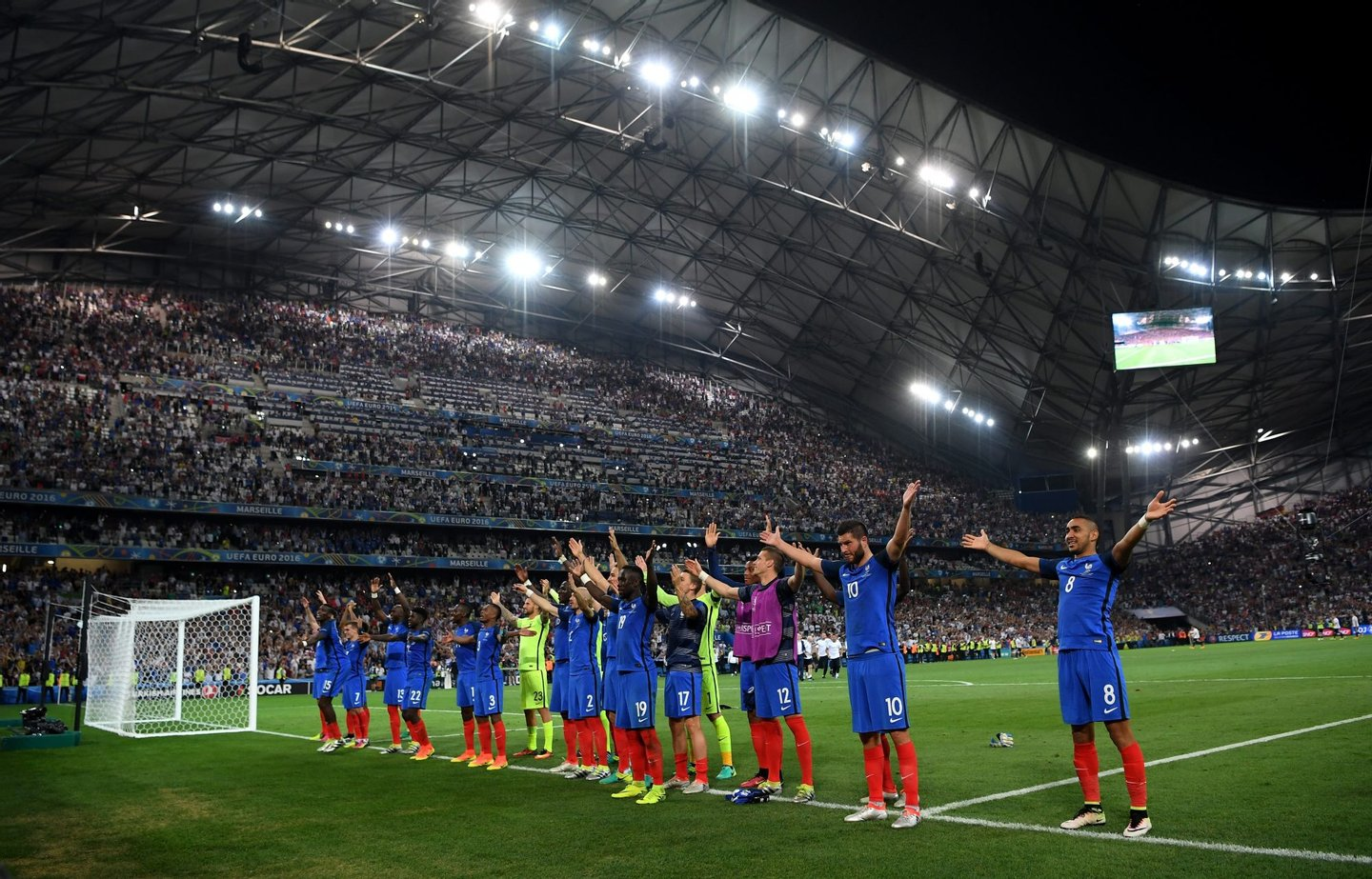 MARSEILLE, FRANCE - JULY 07:  France players celebrate their team's 2-0 win in the UEFA EURO semi final match between Germany and France at Stade Velodrome on July 7, 2016 in Marseille, France.  (Photo by Matthias Hangst/Getty Images)