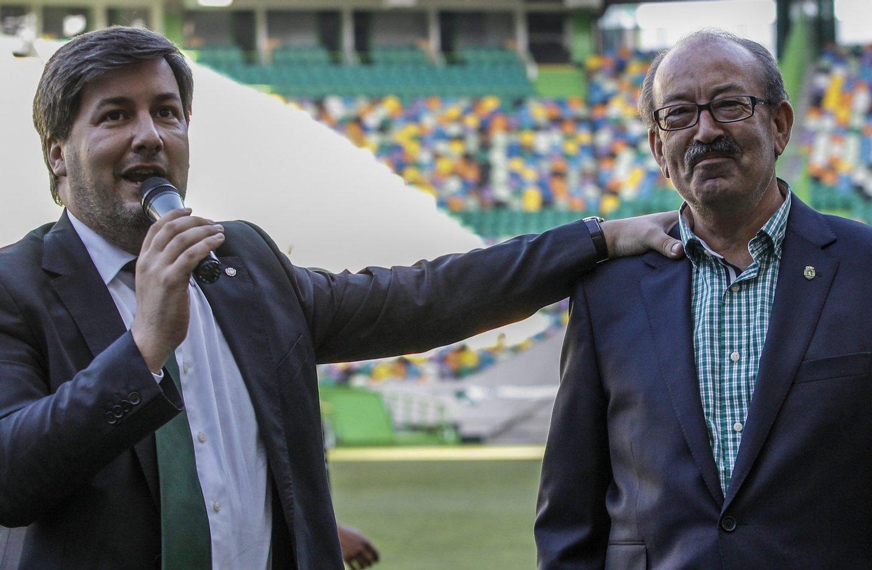 """Aurélio Pereira está à esquerda de Bruno de Carvalho. Mas o presidente do Sporting sabe: a formação é o """"braço direito"""" do clube (Créditos: Pedro Rocha/GLOBAL IMAGENS)"""