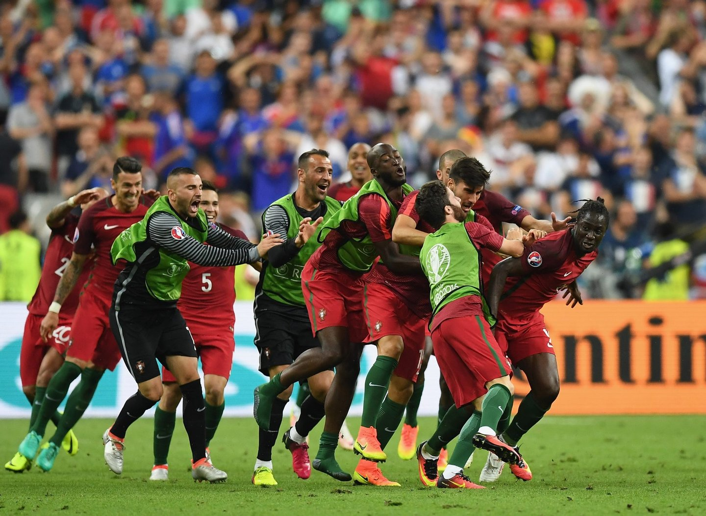 PARIS, FRANCE - JULY 10: Eder (1st R) of Portugal celebrates scoring the opening goal with his team mates during the UEFA EURO 2016 Final match between Portugal and France at Stade de France on July 10, 2016 in Paris, France. (Photo by Laurence Griffiths/Getty Images)
