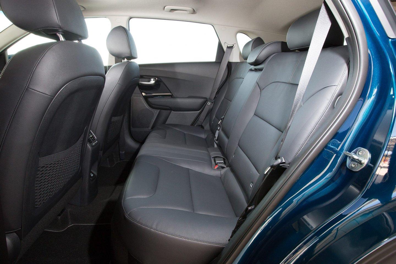 O espaço para quem viaja atrás supera o oferecido pelos melhores representantes do segmento C, nomeadamente modelos como o Opel Astra, o Renault Mégane ou o VW Golf
