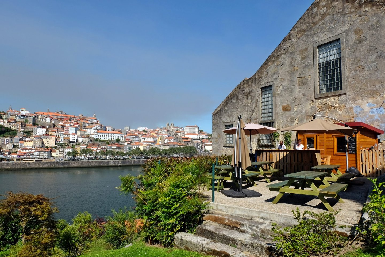 churchills cave Porto