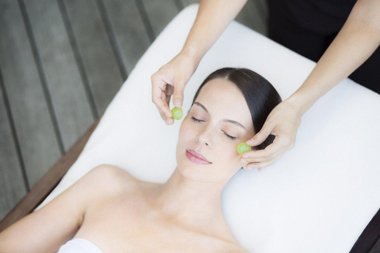 Spa Caudalie Face_massage_with_Grape
