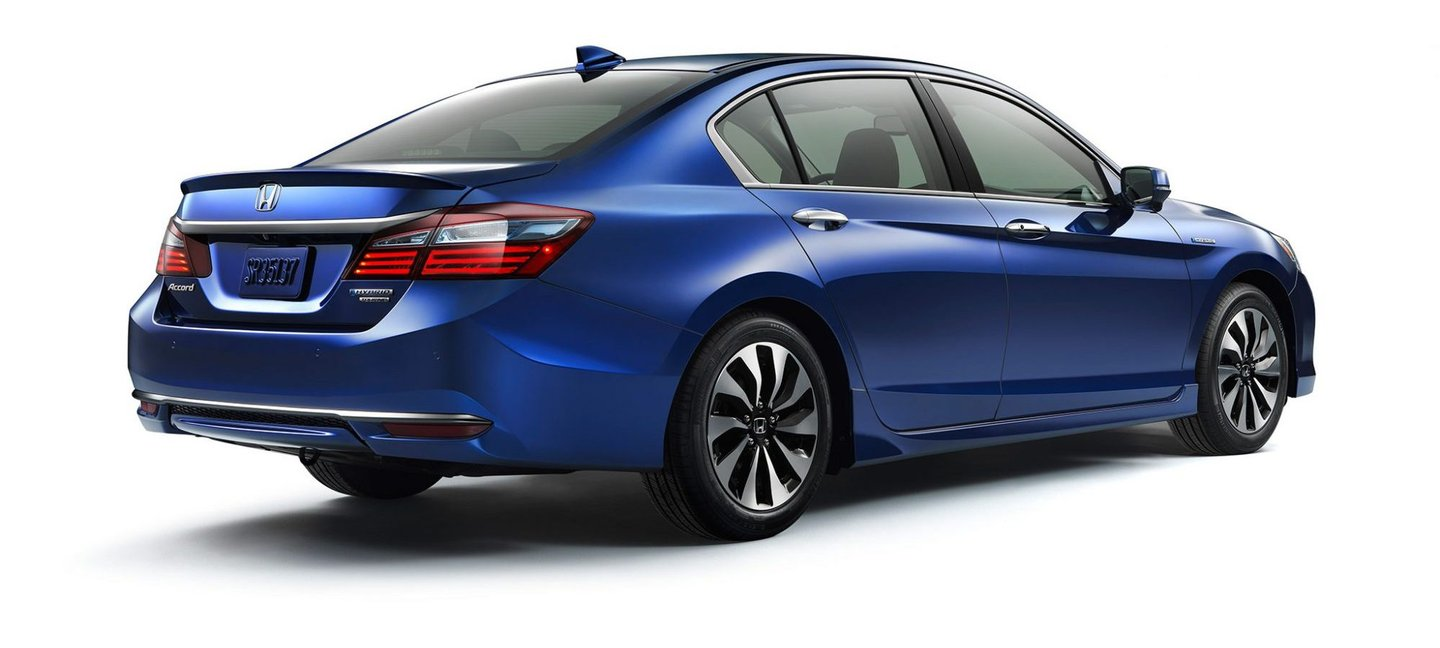 2017-Honda-Accord-Hybrid-rear-three-quarter