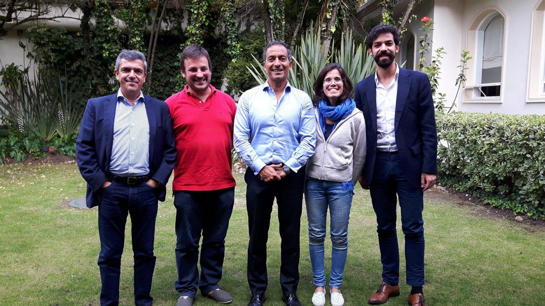 Pose oficial com o Embaixador de Portugal, João Ribeiro de Almeida, e os representantes da AICEP, Paulo Borges e Luís Santos. Mas o almoço foi bem informal.