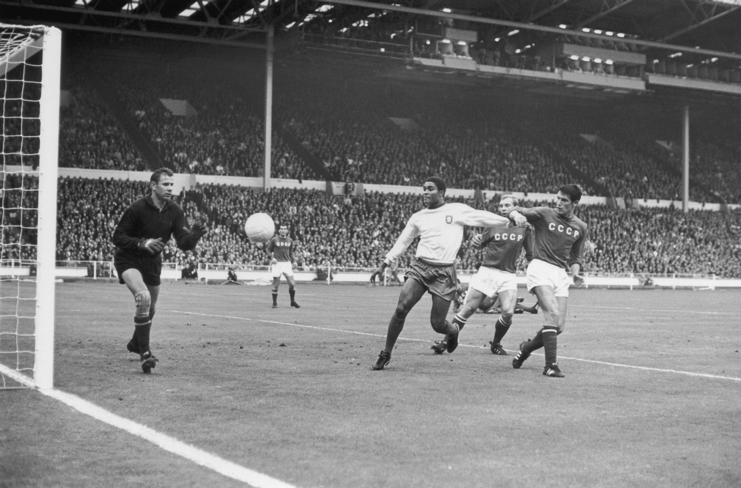 Portugal's Eusebio forces his way between two Russian players, only to see his shot saved by Russian goalkeeper Lev Yashin, during the World Cup match at Wembley Stadium, 28th July 1966. Portugal beat Russia 2-1. (Photo by Keystone/Hulton Archive/Getty Images)