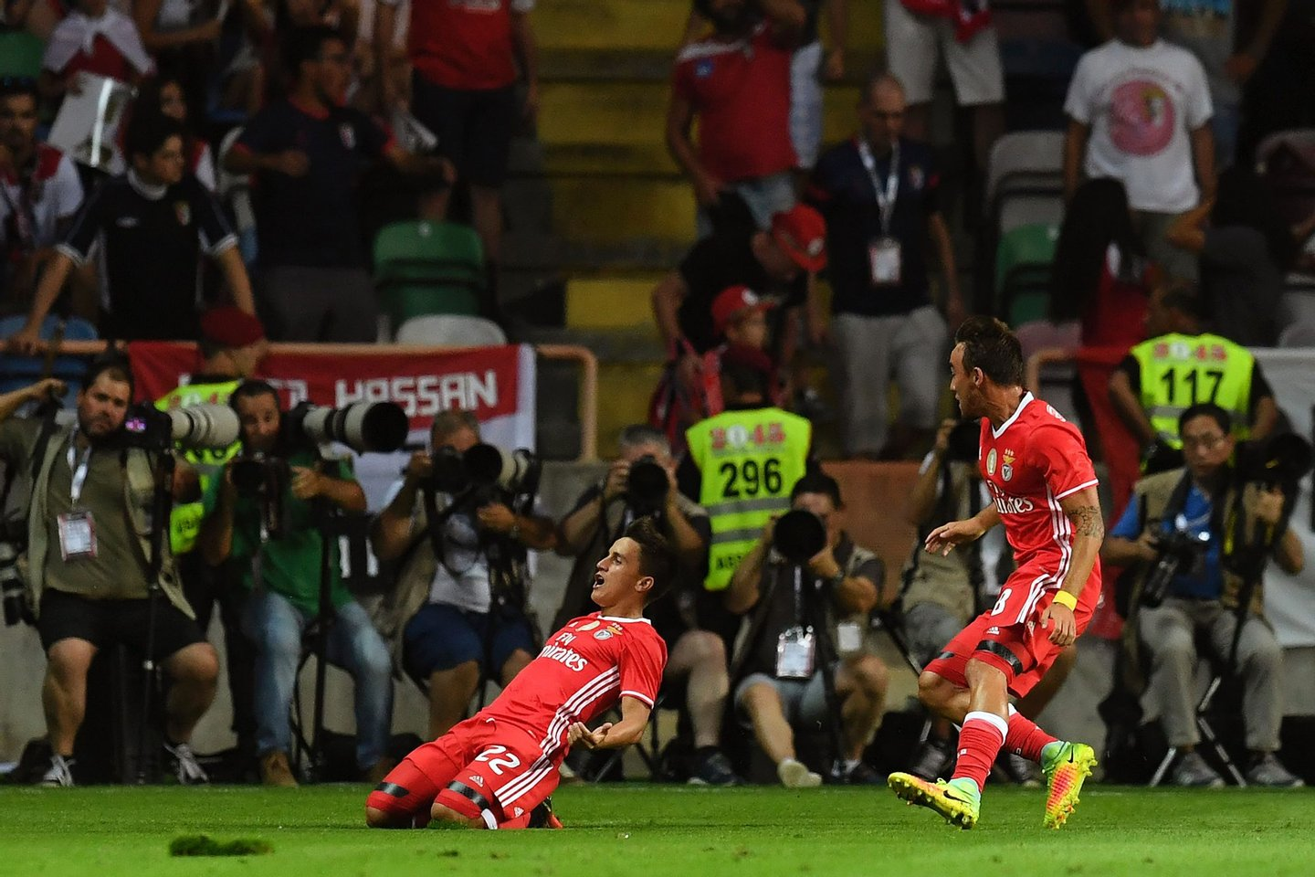 Benfica's Argentinian forward Franco Cervi (L) celebrates after scoring a goal during the Portuguese Supercup football match SL Benfica vs SC Braga at the Aveiro Municipal stadium in Aveiro on August 7, 2016. / AFP / FRANCISCO LEONG        (Photo credit should read FRANCISCO LEONG/AFP/Getty Images)