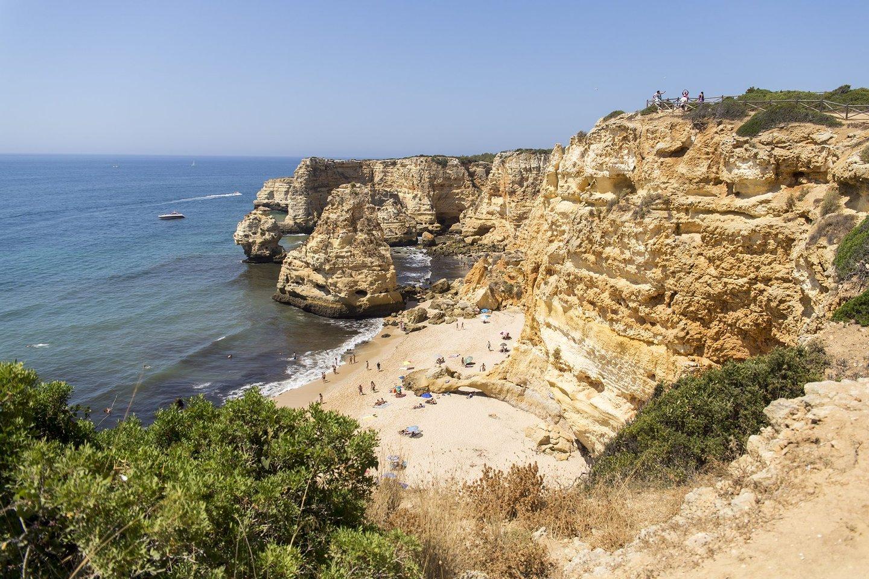 praia, marinha, praia da marinha, 2016, roteiro algarve, algarve, escarpas, rochedos, areia, mar, água, algas,