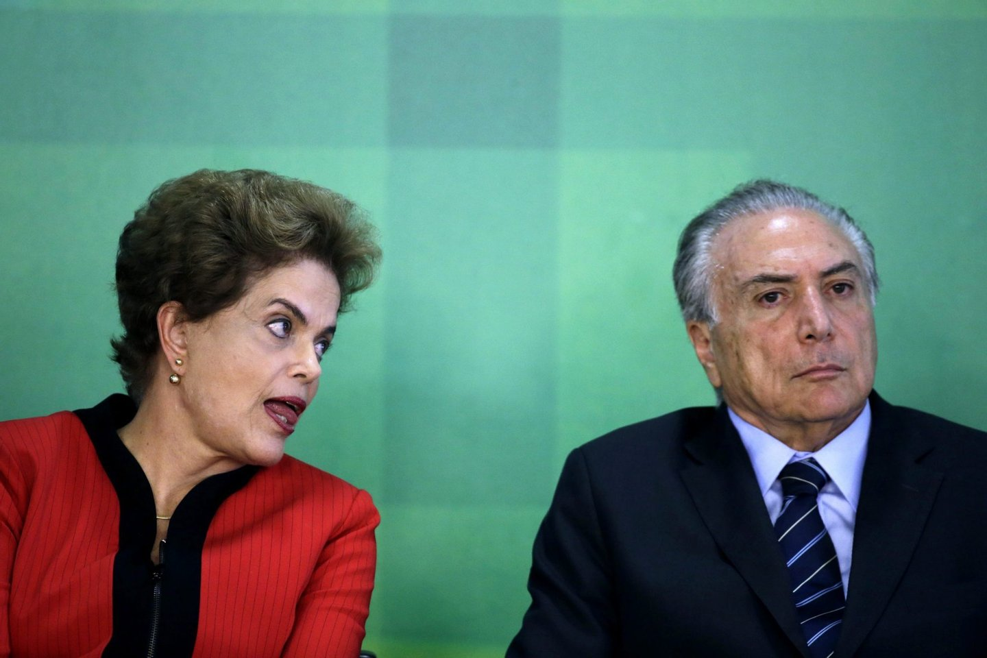 Rousseff signs recovery agreement for toxic river spill