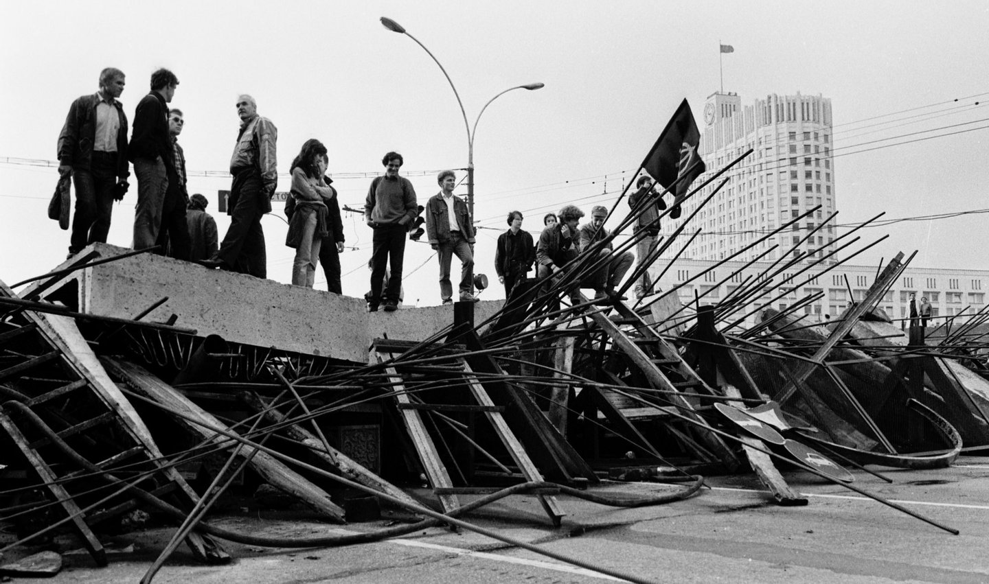 People stand on a barricade in front the Russian White House in Moscow on August 21, 1991. Russia marks on August 19-22, 2011, the 20th anniversary of the abortive 1991 coup against then Soviet president Mikhail Gorbachev. Tanks rolled through Moscow towards the Russian White House, where Boris Yeltsin, leader of the Soviet-era Russian republic at the time, gathered his supporters after denouncing the coup from the roof of a tank, which resulted later in the collapse of the Soviet empire.   AFP PHOTO/ ALEXANDER NEMENOV        (Photo credit should read ALEXANDER NEMENOV/AFP/Getty Images)