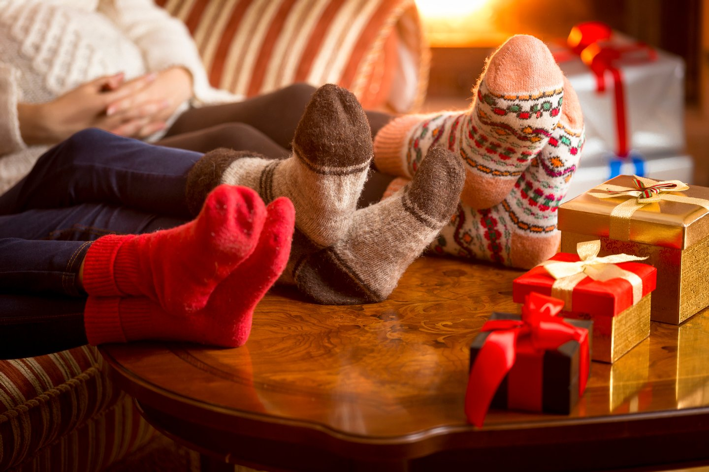 Women, Comfortable, Sock, Log, Fireplace, Child, Sitting, Burning, Christmas Stocking, Heat - Temperature, Togetherness, Relaxation, Wool, Parent, Family, Night, Winter, Fire - Natural Phenomenon, Gift, Christmas, Box - Container, Foot,