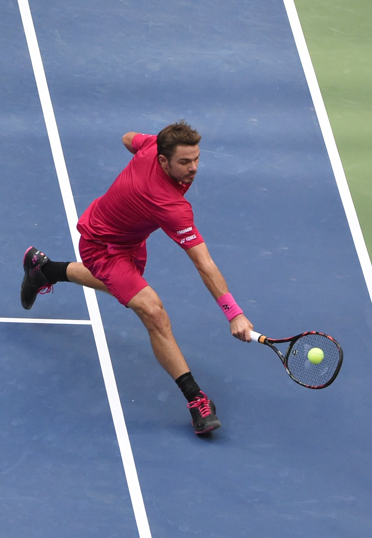 Stan Wawrinka of Switzerland hits a return to Novak Djokovic of Serbia during their 2016 US Open men's final match at the USTA Billie Jean King National Tennis Center in New York on September 11, 2016. / AFP / Timothy A. CLARY (Photo credit should read TIMOTHY A. CLARY/AFP/Getty Images)