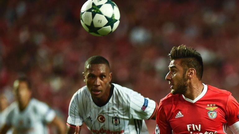 b3285f69fe Benfica-Besiktas. Empate a uma bola com golo de Talisca – Observador