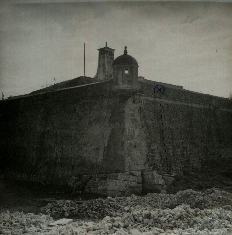 Muralha exterior do Forte de Peniche, por onde os evadidos devem ter descido por lençóis