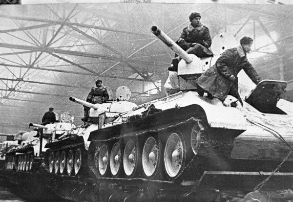 RIAN_archive_1274_Tanks_going_to_the_front