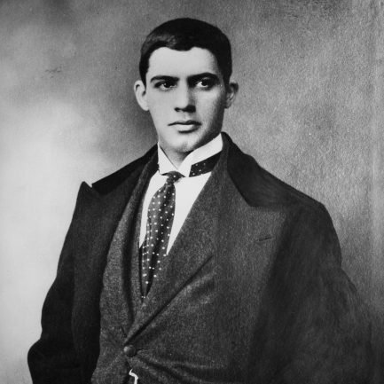 amadeo_de_souza_cardoso_with_tie_and_looking_right_433x433_acf_cropped