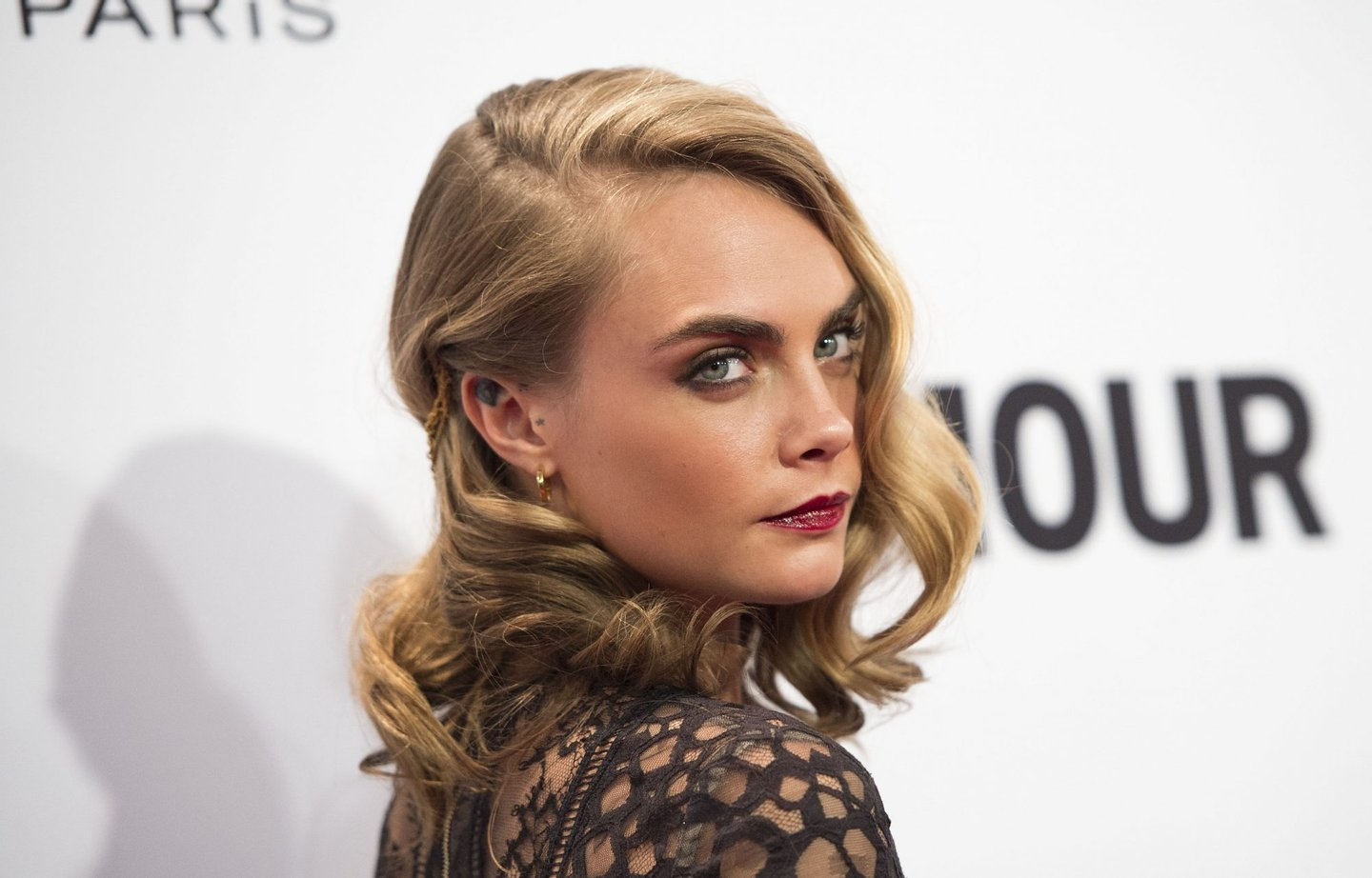 Model Cara Delevingne attends 2016 Glamour Women Of The Year Awards in Hollywood, California, on November 14, 2016. / AFP / VALERIE MACON (Photo credit should read VALERIE MACON/AFP/Getty Images)