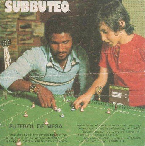 Anúncio publicitário do Subbuteo com Eusébio e um dos filhos de Pedro Feist