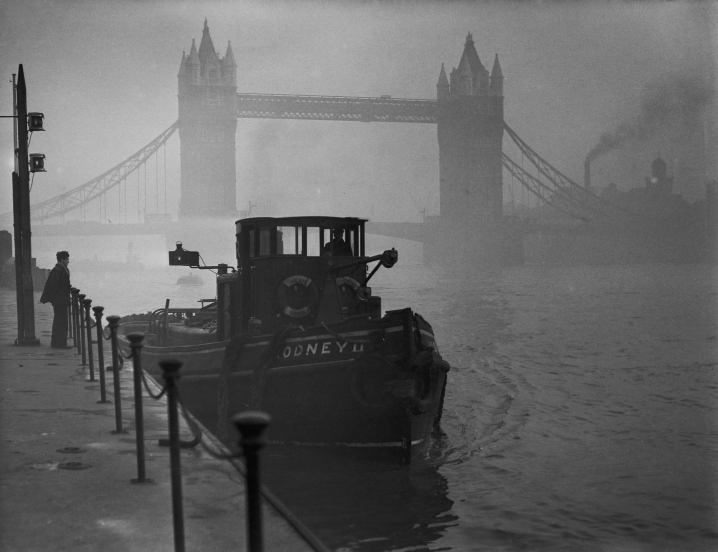 A tugboat on the Thames near Tower Bridge in heavy smog, 1952. (Photo by Fox Photos/Hulton Archive/Getty Images)
