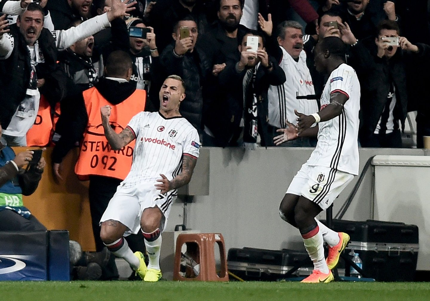 Besiktas' Portuguese midfielder Ricardo Quaresma (L) celebrates with teammate Cameroonian forward Vincent Aboubakar (R) after scoring a goal against Napoli during the UEFA Champions League football match between Besiktas and Napoli at the Vodafone Arena Stadium on November 1, 2016 in Istanbul. / AFP / OZAN KOSE (Photo credit should read OZAN KOSE/AFP/Getty Images)