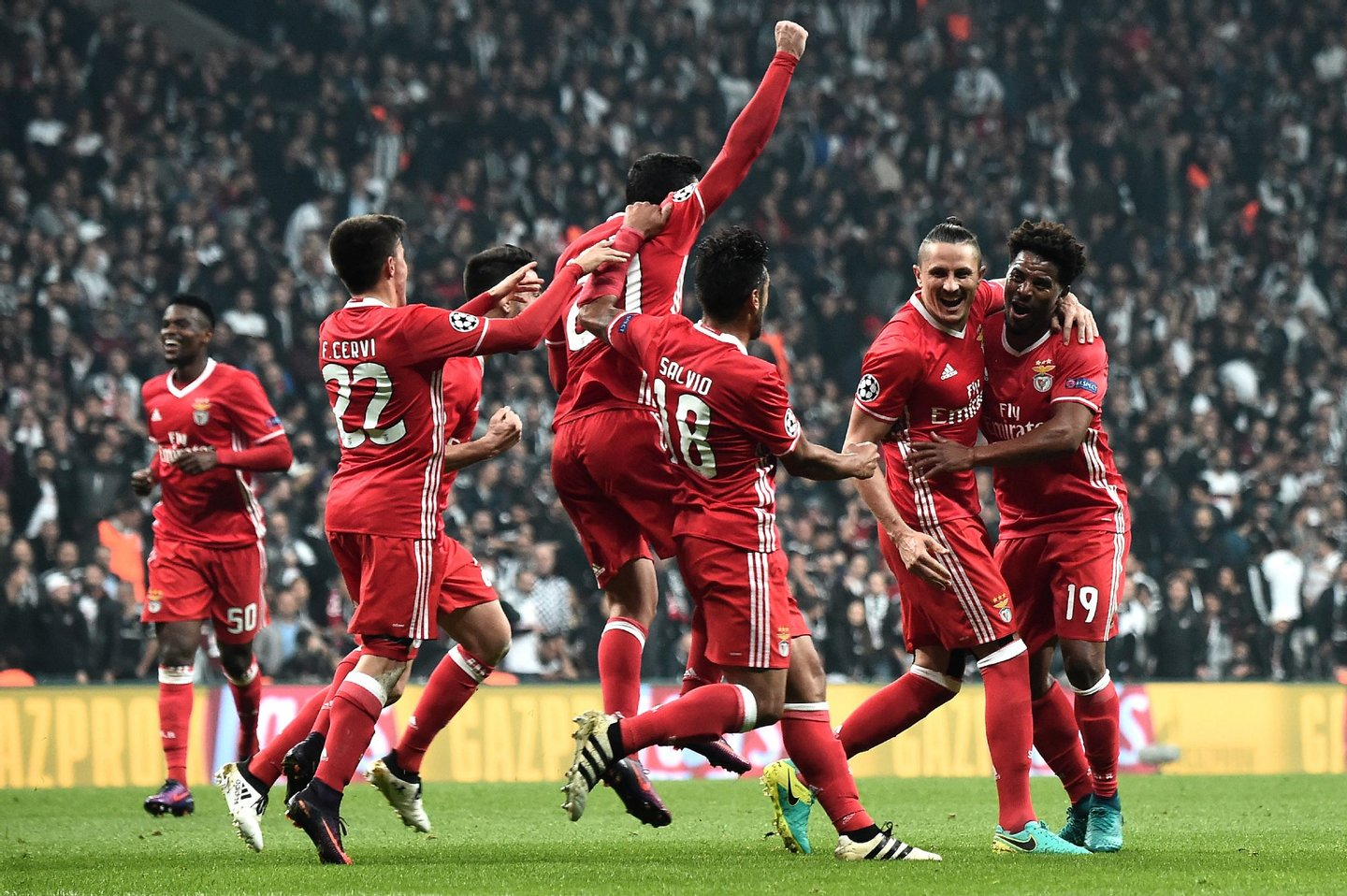 Benfica's Ljubomir Fejsa (2R) celebrates with his teammates after scoring a goal against Besiktas during the UEFA Champions League Group B football match between Besiktas Istanbul and Benfica Lisbon at Vodafone arena on November 23, 2016 in Istanbul . / AFP / OZAN KOSE (Photo credit should read OZAN KOSE/AFP/Getty Images)