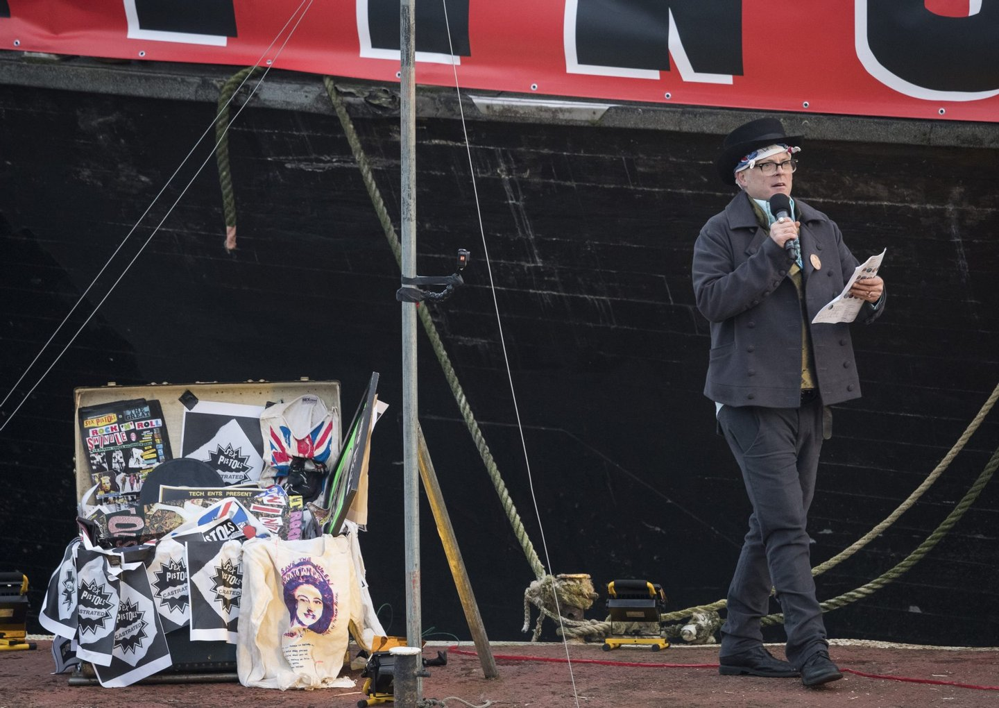 LONDON, ENGLAND - NOVEMBER 26: Joe Corre, the son of Vivienne Westwood and Sex Pistols creator Malcolm McLaren prepares to burn his entire £5 million punk collection on November 26, 2016 in London, England. Joe Corre burnt the rare punk memorabilia in protest saying punk has no solutions for today's youth and is 'conning the young'. (Photo by John Phillips/Getty Images)