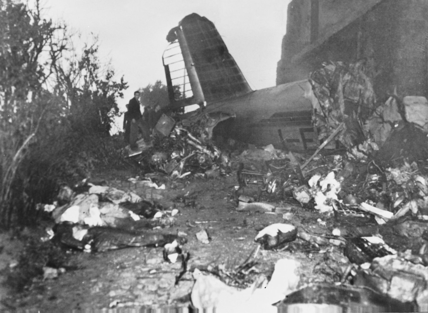 Some of the victims of the air crash in which Italian football team Torino FC were killed, along with their British trainer Leslie Lievesley, 5th May 1949. The plane, which had taken off in Lisbon, was circling to land in Turin when it crashed into Superga hill. The death toll equalled 31, including the entire team, five reserves, two trainers, three journalist, the club's manager Arnaldo Agnisetta, a masseur and the crew of the aircraft. (Photo by Keystone/Hulton Archive/Getty Images)